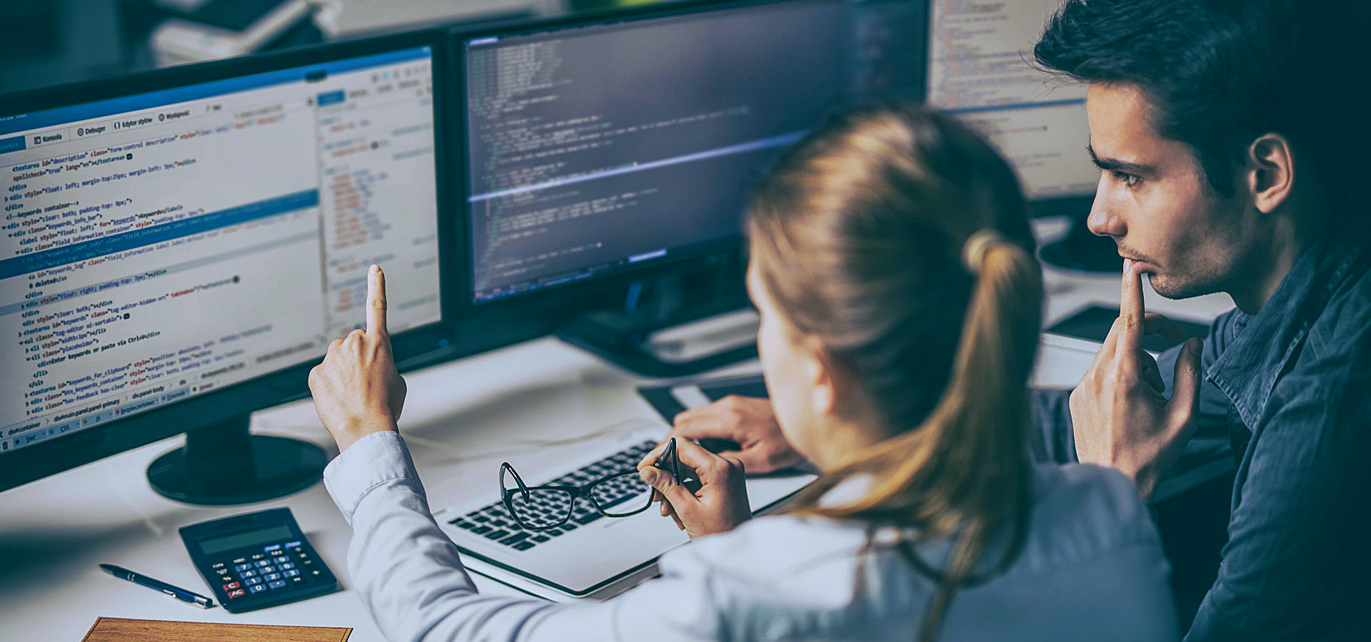 male developer assisting the female developer